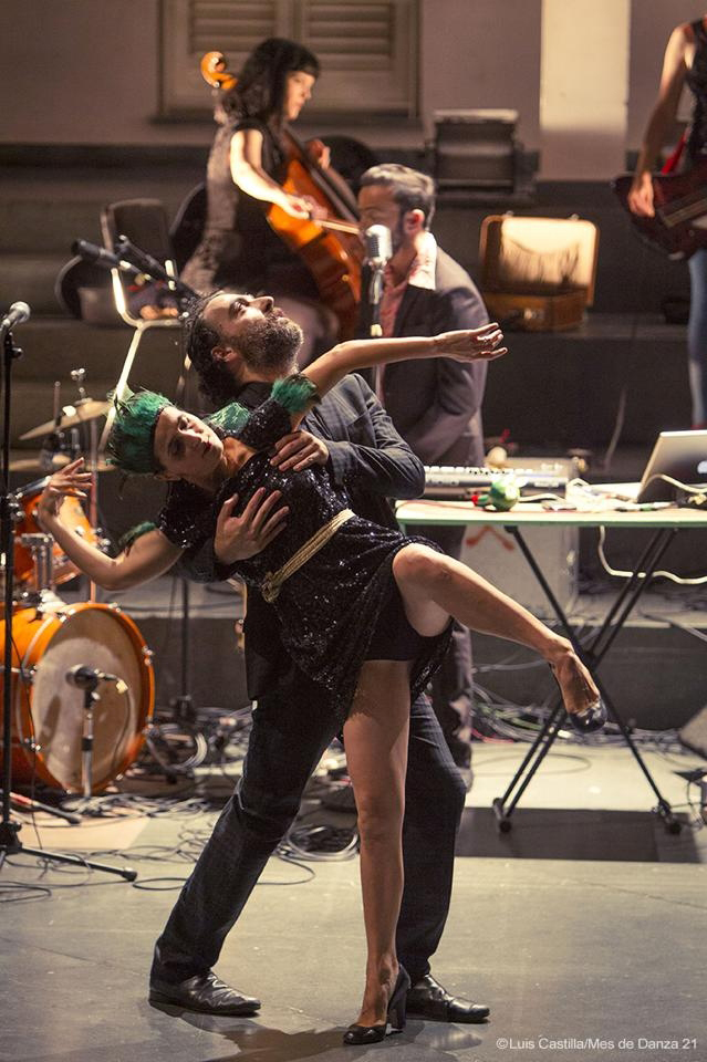 Teresa Navarrete and Nando Pérez onstage, with Miguel Marín and his band, performing Welcome to The Montgomery Experience. Seville's 'Mes de Danza' 2014 PHOTO: LUIS CASTILLA